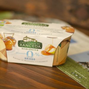 Yogur Casa Grande de Xanceda Ecológico. Estilo Griego. Sirtaki de manzana y caramelo. Artdemans. Maçanet de la Selva,Girona